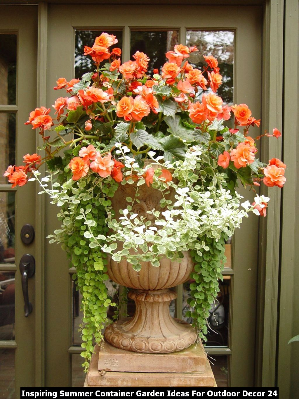 Inspiring Summer Container Garden Ideas For Outdoor Decor 24