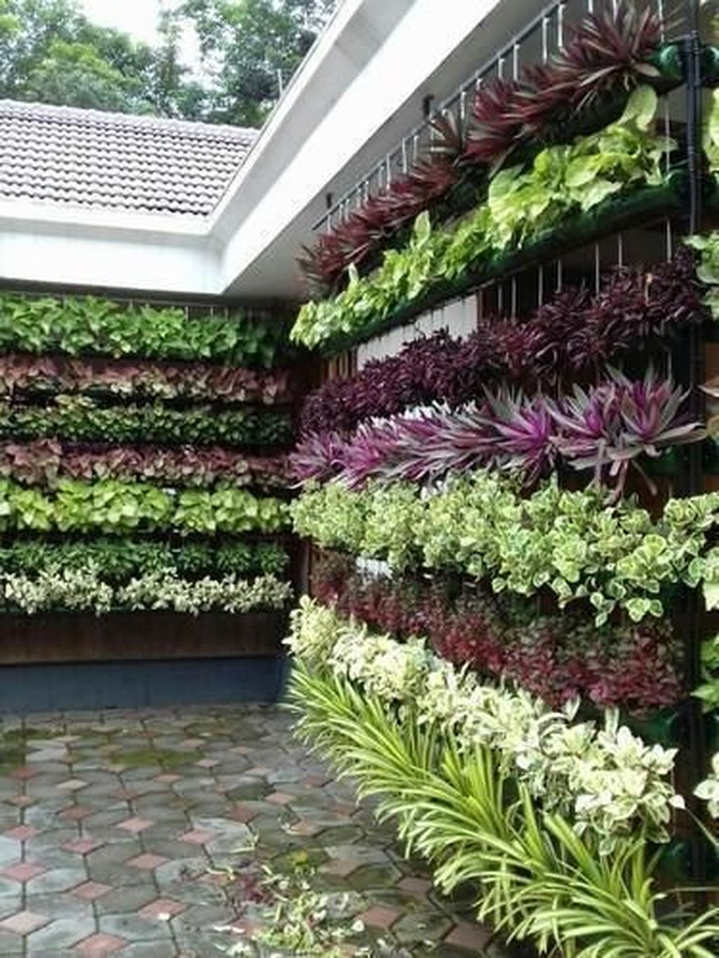 Popular Vertical Garden Wall For Outdoors Decor 07