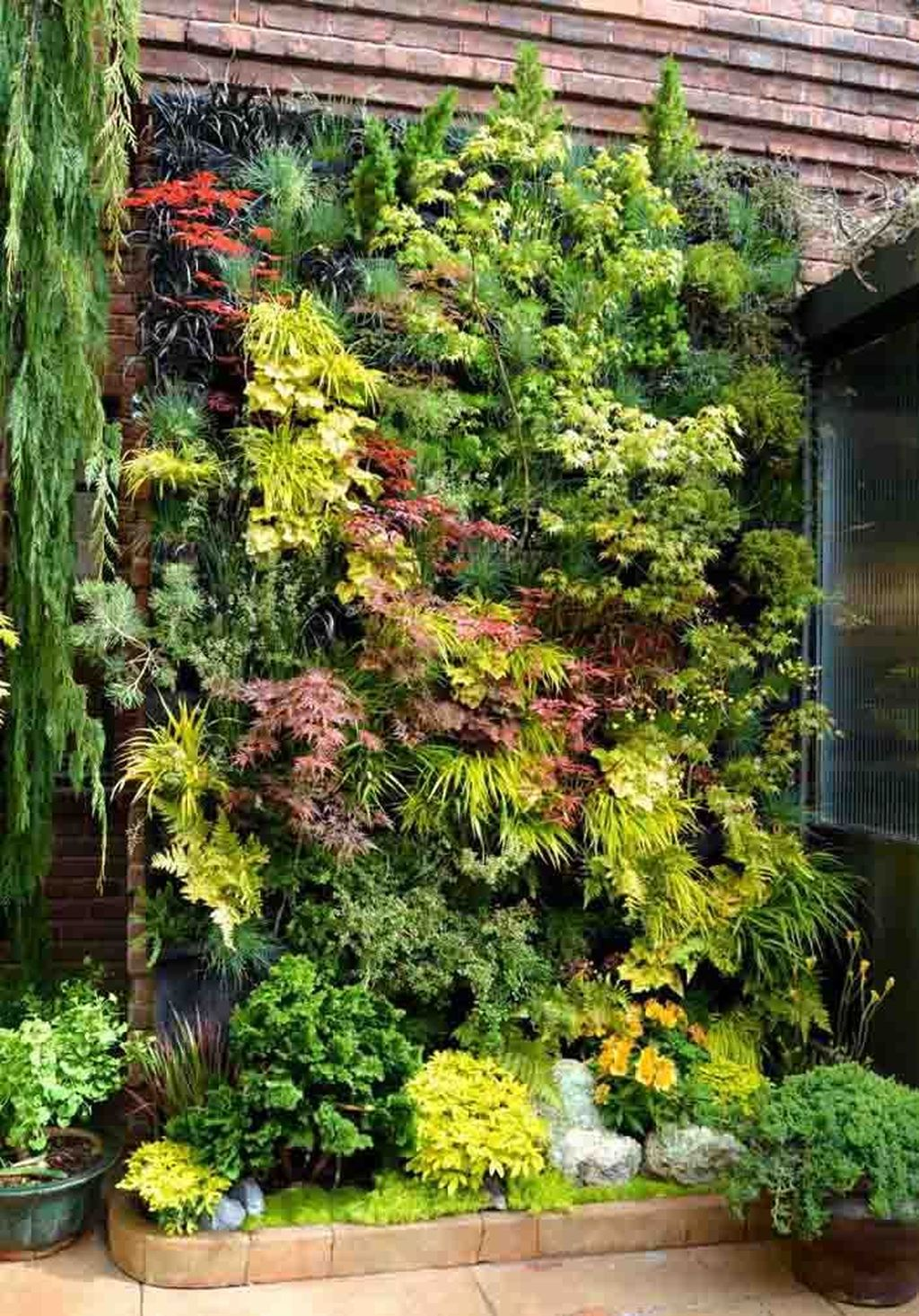 Popular Vertical Garden Wall For Outdoors Decor 25
