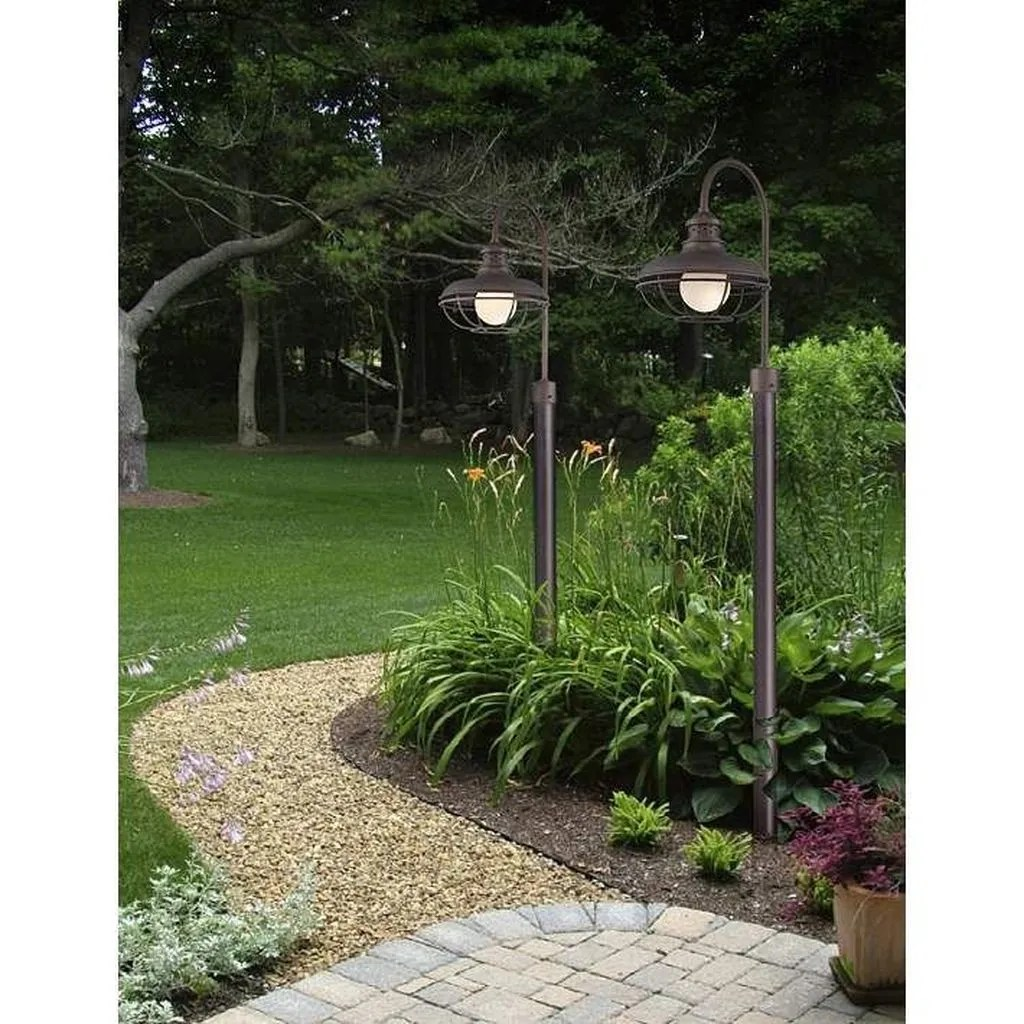 Stunning Outdoor Lamp Posts For Front Yards Decor 01