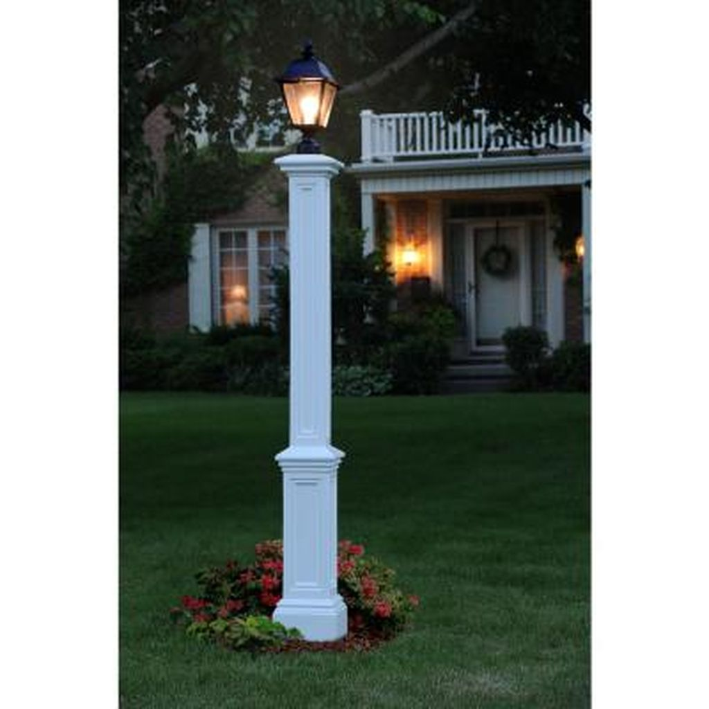 Stunning Outdoor Lamp Posts For Front Yards Decor 17