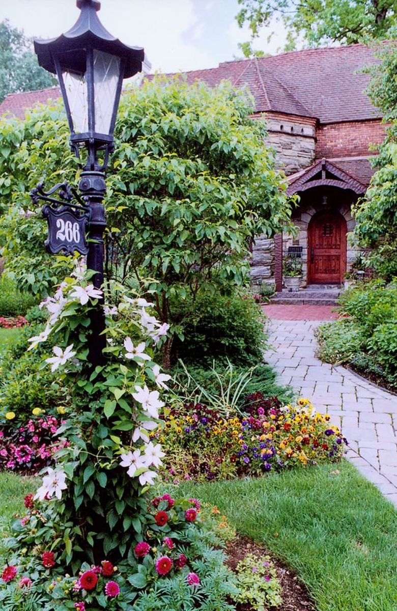 Stunning Outdoor Lamp Posts For Front Yards Decor 23