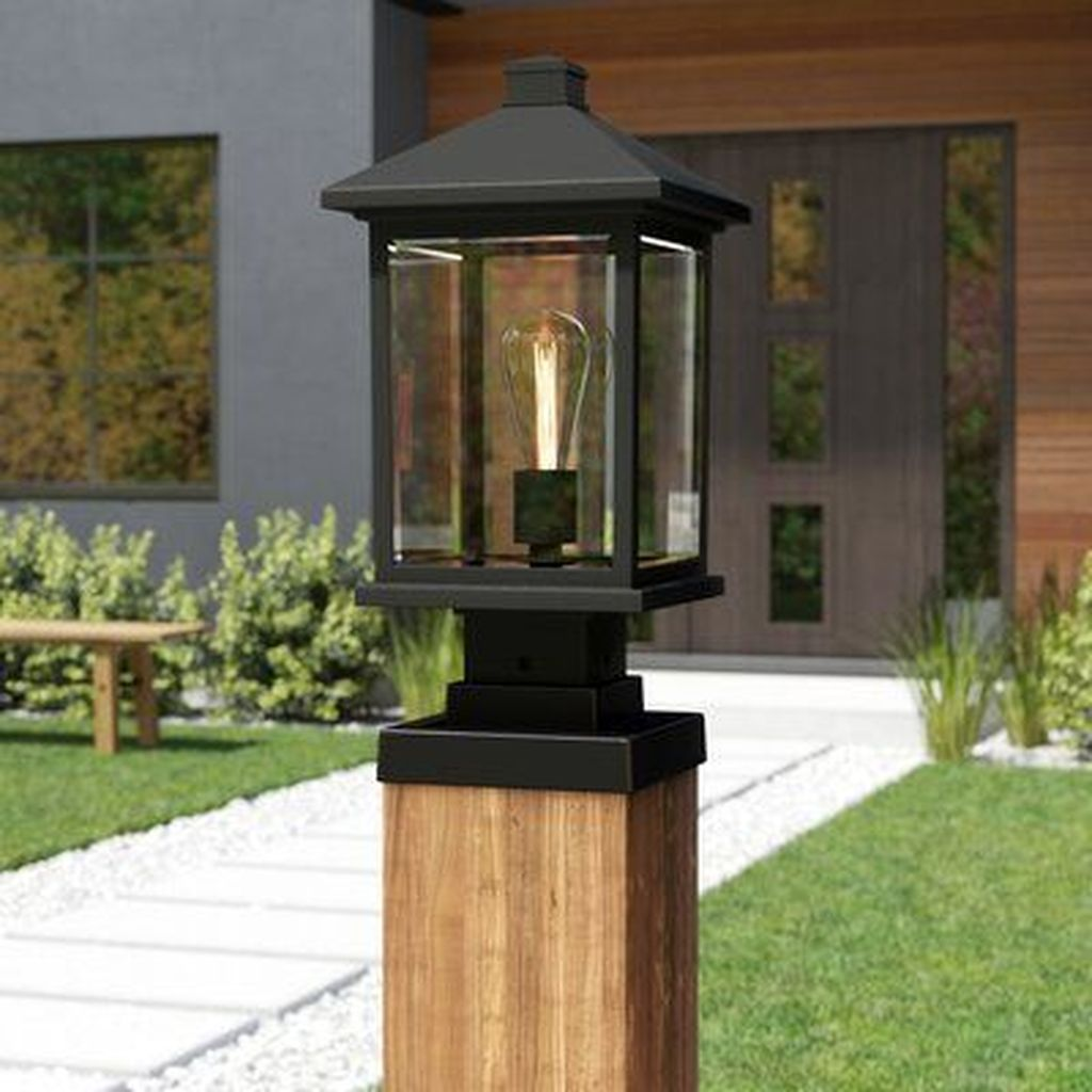 Stunning Outdoor Lamp Posts For Front Yards Decor 29