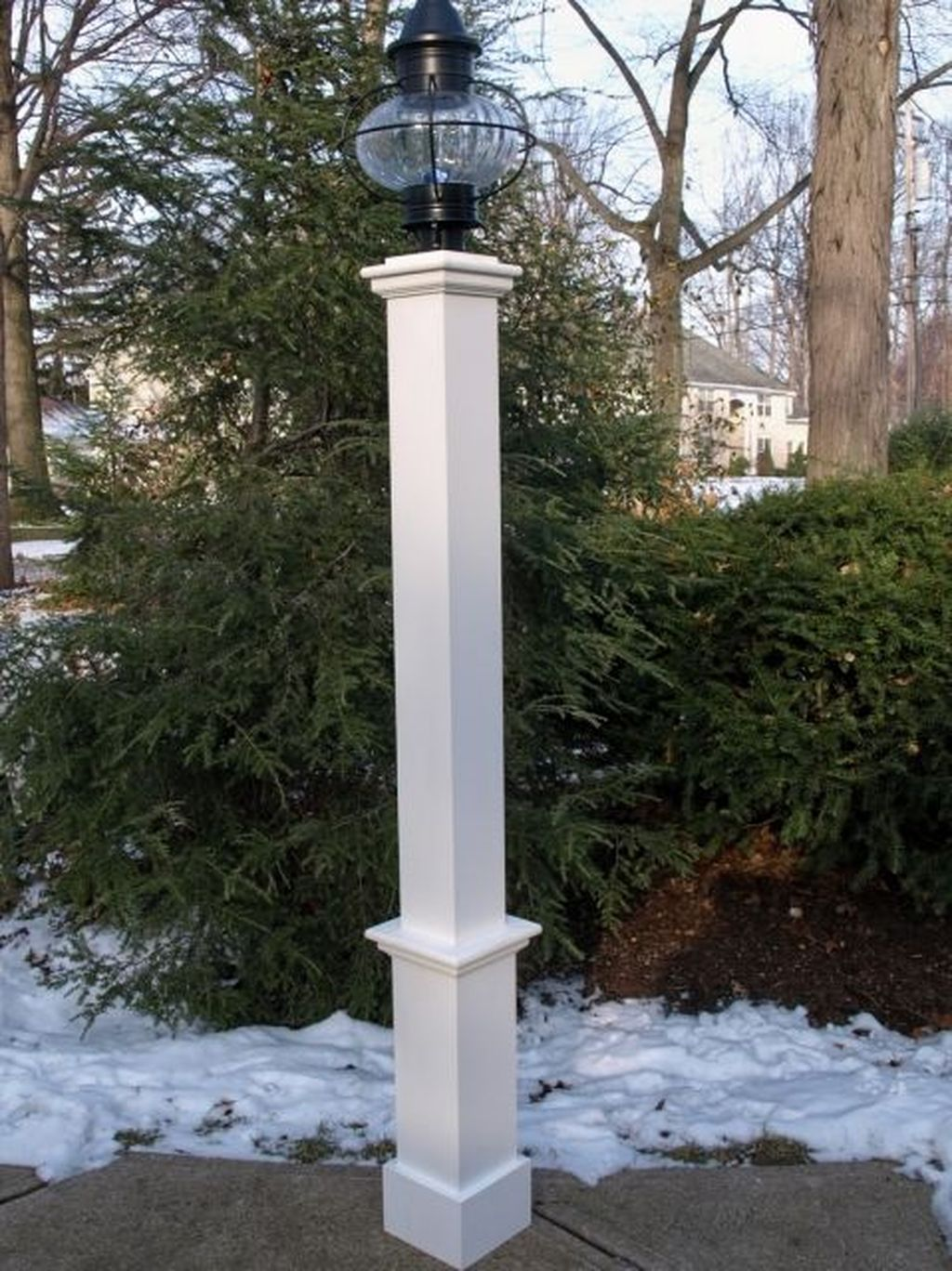 Stunning Outdoor Lamp Posts For Front Yards Decor 33