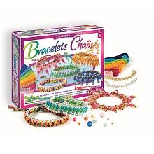 Bracelets chaînes En tressant et superposant des fils de coton DMC et des perles translucides autour de belles chaînes or et argent