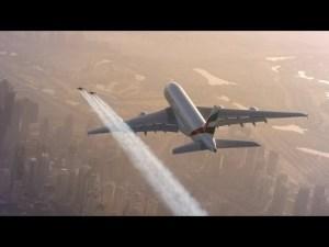 Jetman yves rossy vole a coté d'un airbus Emirates: #HelloJetman – YouTube