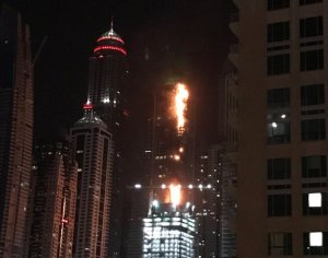 video DUBAI La Torch Tower   5 eme building le plus haut du monde porte bien son nom est en flammes à dubai
