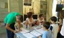 Apuntando a los participantes de los talleres