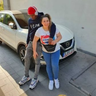 Patapaa's 'Obroni' Girlfriend Spotted With Another Man Just After Dumping Patapeezy. 6