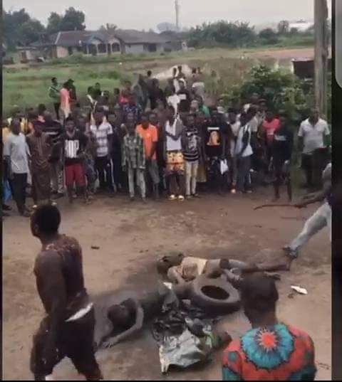 Two Suspected Armed Robbers Burnt Alive By Angry Mob - See Photos. 12