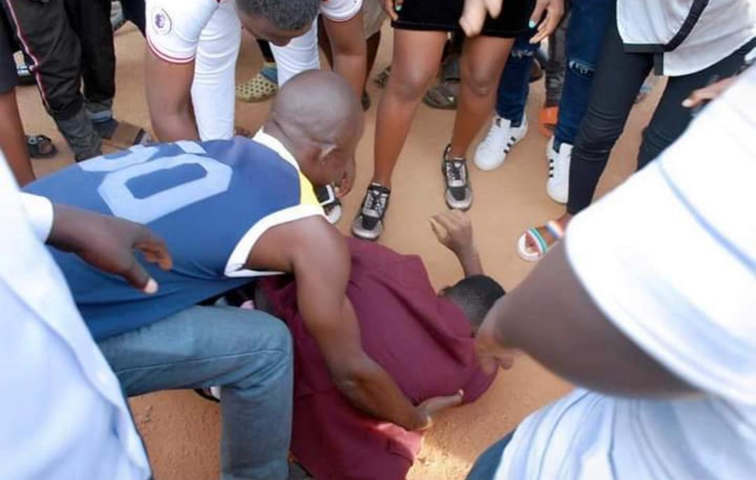 Photos: Young Man Rolls Himself On The Ground As He Proposes To His Beloved Girlfriend 2