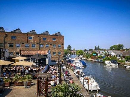 Ye Olde Swan, Thames Ditton, Surrey, England