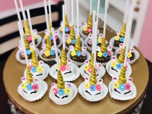 Custom Cupcakes & Cake Pops