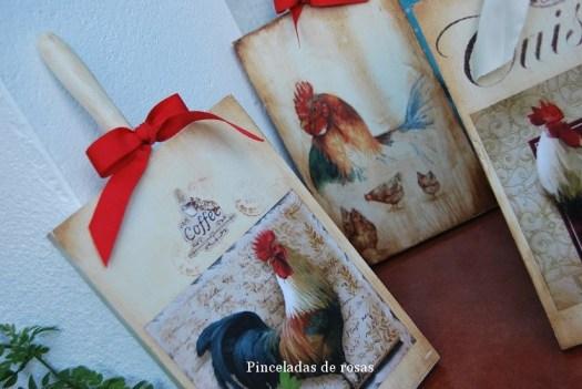 Mis tablas de mcocina decoradas gallos-gallinas (12)