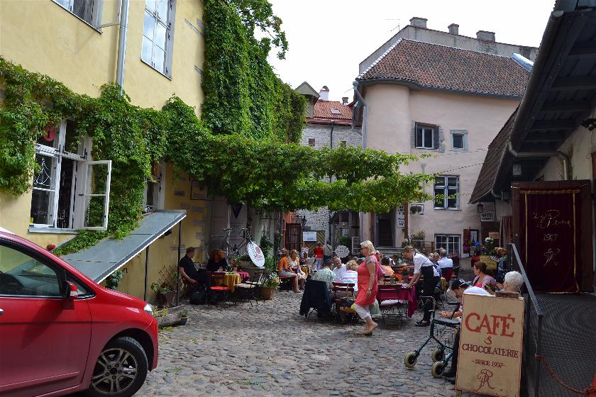 Patio de los Maestros, Tallin, Estonia