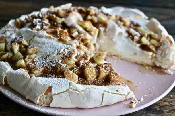 Apple Cinnamon Pavlova sliced Phtot