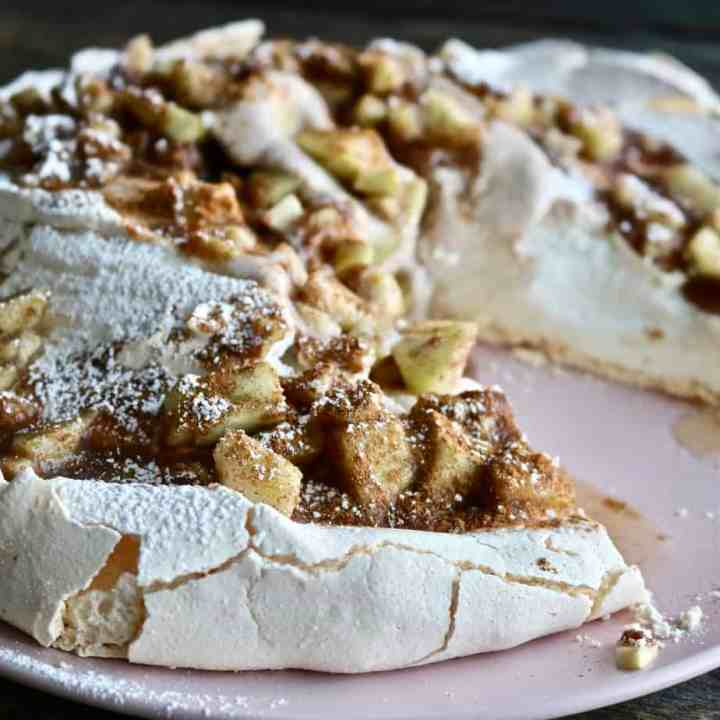 Apple Cinnamon Pavlova sliced Phtot