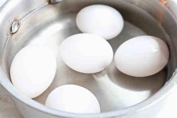 Boiling eggs