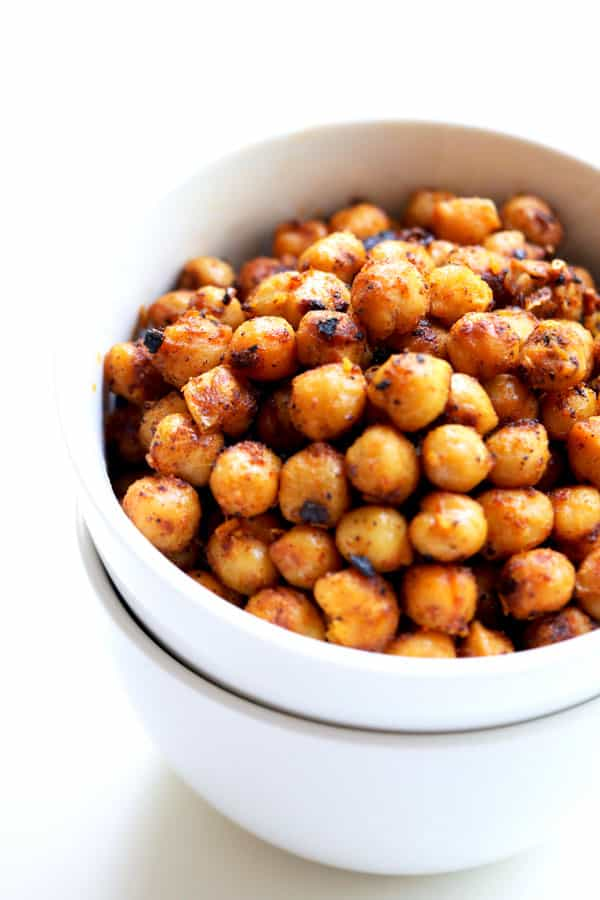 Healthy chickpeas tossed with spicy taco seasoning and pan roasted in olive oil to crispy perfection. A great nutritious snack or topping for a salad. Only three ingredients and ready in less than 15 minutes! #tacoseasonedchickpeas, crispychickpeas, #healthysanck, #saladtoppings