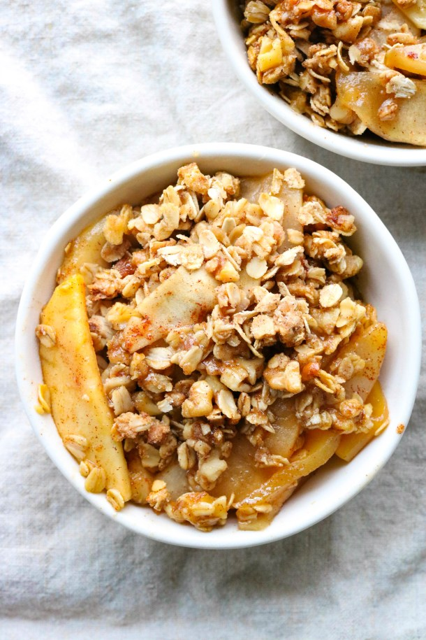 Gluten free apple pear crisp servings in dishes without ice cream