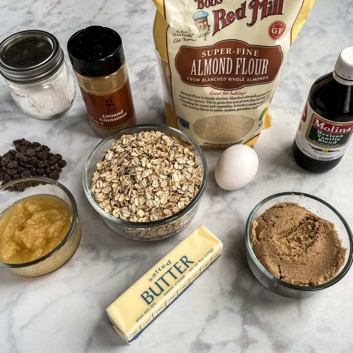 Ingredients needed to make Almond Flour Oatmeal Cookies
