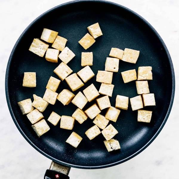 Tofu in a sautè pan.
