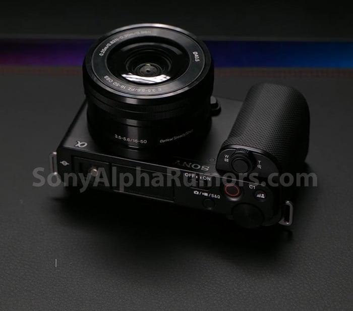 05128e44e27c36bdba71221bfccf735d - Sony ZV-E10 搭載 APS-C 片幅 Vlog 專用機外觀照流出