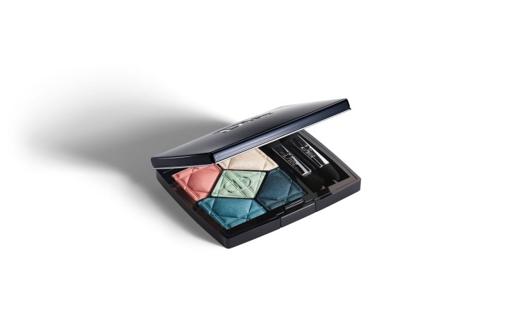 http://www.dior.com/beauty/en_us/fragrance-beauty/makeup/eyes/eyeshadows/pr-eyeshadows-y0148410-rich-pigmented-colors-effects.html#