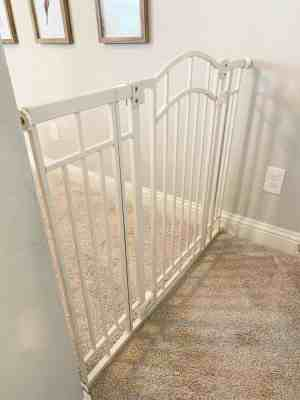 baby-gates-for-difficult-stairs-banister