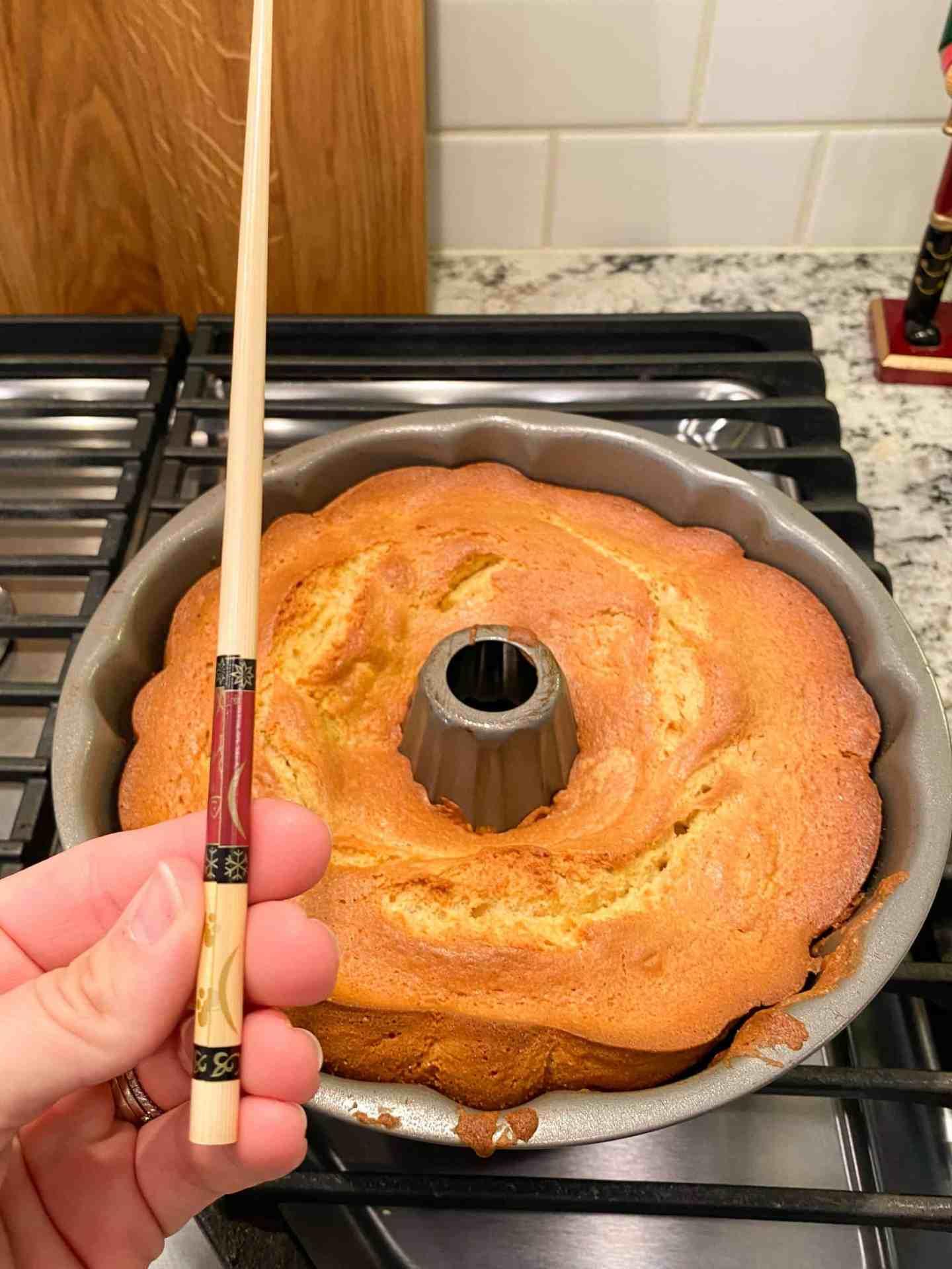 poke-holes-in-cake
