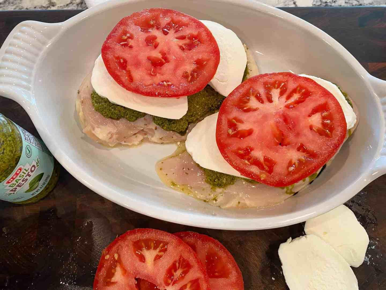 place-sliced-tomatoes-over-mozzarella