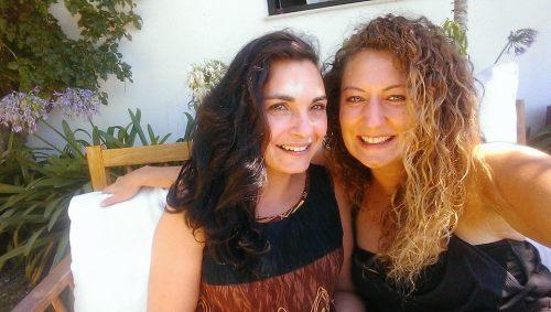 Leonor und Jessy - die guten Seelen des Karma Surf Retreat in der nähe von Lissabon.