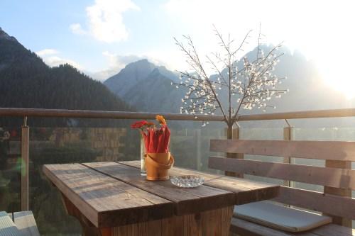 Die Terrasse der Dolomitenhütte in Osttirol