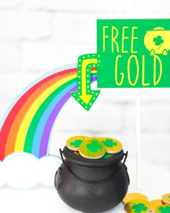 How to Make an Easy DIY Leprechaun Trap Cake Topper with your Cricut Maker by Pineapple Paper Co.
