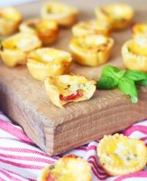Mini Tomato Pie Recipe for a delicious and easy party appetizer recipe all year long by Pineapple Paper Co.