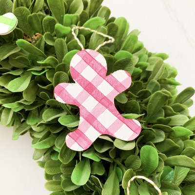 DIY Gingerbread Ornaments with the Cricut