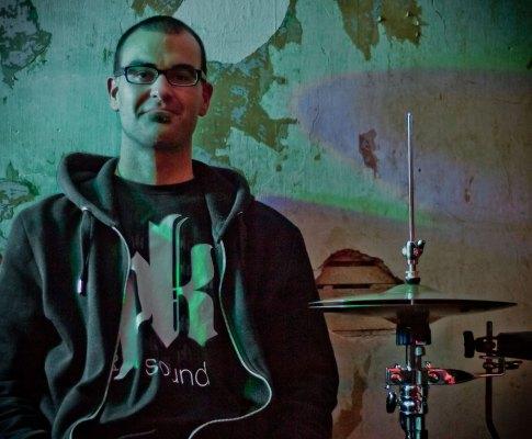 """""""Jut"""" Feiertag – Studio Drummer"""