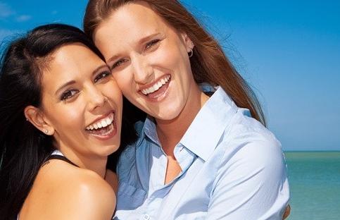 Les femmes qui utilisent un tchat lesbienne se sentent moins seules !