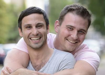 Le tchat gay s'avère très pratique pour les gays solo