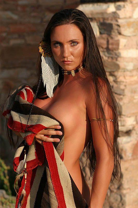 Девушки в индейских нарядах