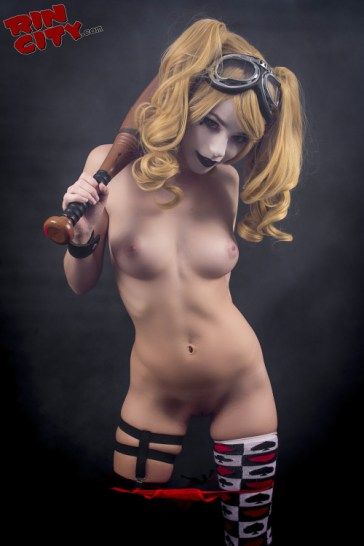 Rin Cosplay - Harley Quinn mise à nu