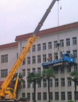 workplace-safety-fails-men-accident-waiting-to-happen-46-58d24faa28e9b__605-6