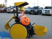 Costume génial, intégrant la chaise roulante 03