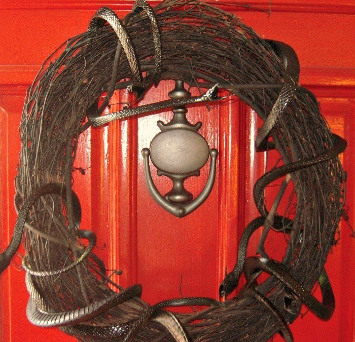 Scary Snake Wreath DIY