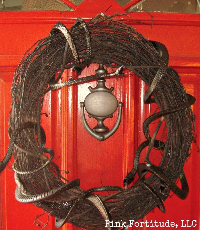 Scary Snake Halloween Wreath DIY by coconutheadsurvivalguide.com