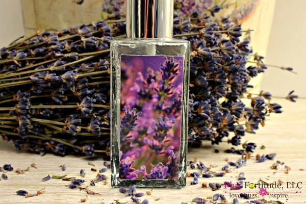 DIY Lavender Linen Spray by coconutheadsurvivalguide.com #essentialoils
