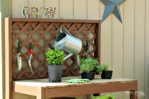 Potting Bench DIY – Sturdy and Functional