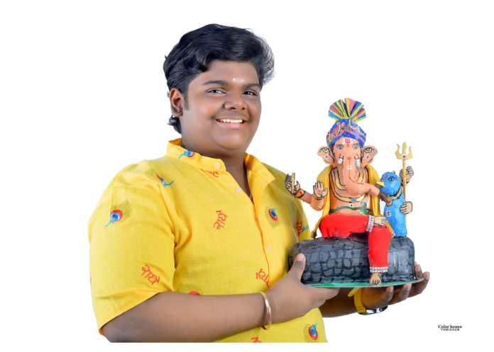 Thrissur Artist Makes Eco-friendly Ganesha Idols With Newspapers