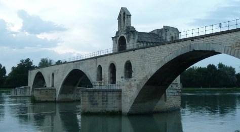 """""""Sur le Pont d'Avignon on y danse…"""""""