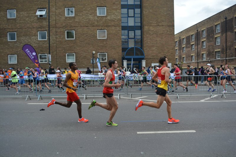 Club Elite members running the blue line at London Marathon 2019
